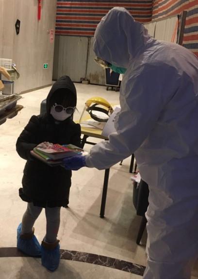 """CCTV文化十分报道:武汉市少儿馆""""战疫情""""隔离病毒,但不隔离爱与阅读"""